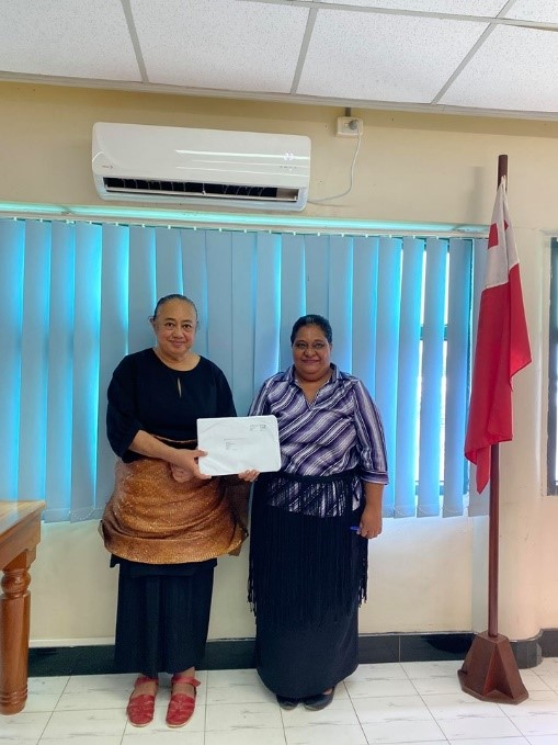 Mrs. Siutaisa Na'a Helu receiving her scholarship package award from Madam CEO of Justice, Mrs. Temaleti. M. A. Pahulu